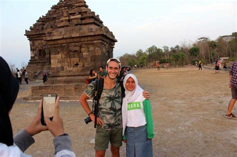alasan    indonesia foto sama bule