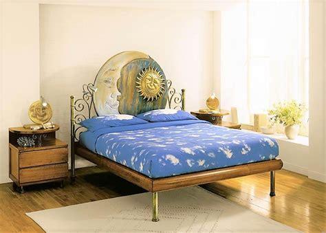 comodini in ferro battuto e legno cheap letto in legno e ferro battuto con comodini sere
