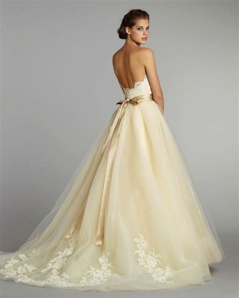 Wedding Gowns by 11 Exquisite Wedding Dresses From Lazaro Onewed