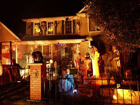homes decorated for halloween mighty lists 13 cool home halloween displays