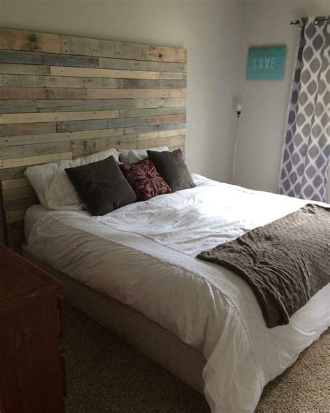 Homemade Bedroom Ideas whitewashed pallet headboard 1001 pallets