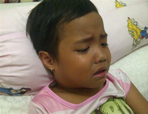 Manekin Bening Badan Anak muncul benjolan di leher saat anak panas tinggi