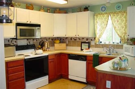 Decor Ideas For Small Kitchen by Kitchen Decor Ideas For Small Kitchens Kitchen Decor