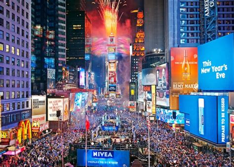 new years drop times square 3 exles of stunning 2013 new year s celebrations