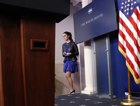 white house director of communications hope hicks history age salary photos trump