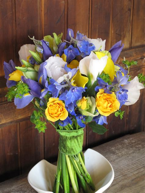 blue and yellow centerpieces blue and yellow flower centerpieces book covers