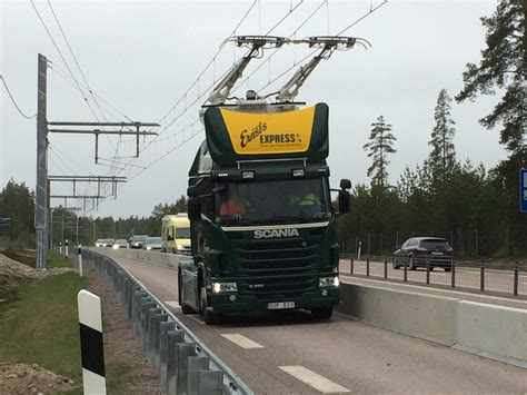 used volvo trucks in sweden schweden testet elektrifizierte stra 223 en f 252 r trucks