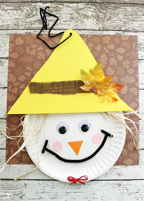 crafts fall 23 adorable and easy fall crafts that preschoolers