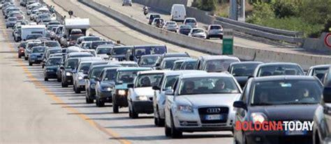 web autostrada a1 incidente sulla a1 traffico e code verso bologna