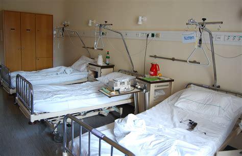 krankenhaus bett r 252 ckengerechtes arbeiten in der pflege 5 tipps human