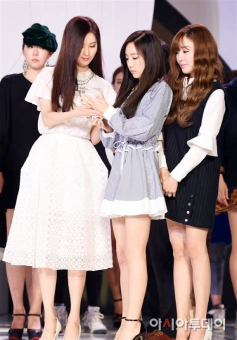 Kode Brg Fashion 2015 taetiseo and seo kang joon attend opening ceremony of fashion kode 2015 f w