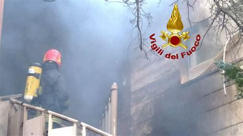 tralicci alta tensione vicino abitazioni tivoli brucia sterpaglie l incendio coinvolge cara