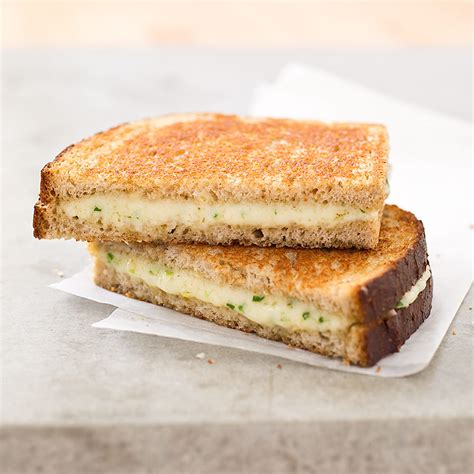 Wich Of The Week Grilled Gruyere With Braised Leeks by Grown Up Grilled Cheese Sandwiches With Gruy 232 Re And Chives
