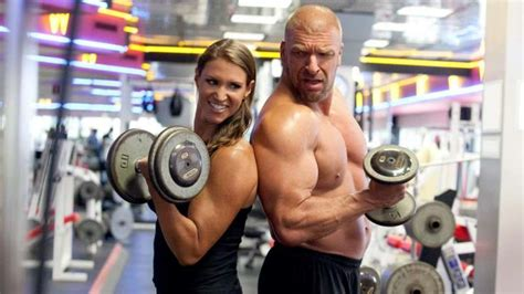triple h bench press triple h workout how does the game maintain his physique