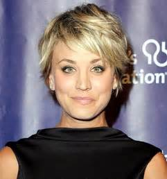 how to get kaley cuoco haircut kaley cuoco brings the sexy in open back black dress red