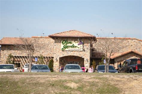 olive garden washington pa olive garden entices parents with free babysitting offer eater