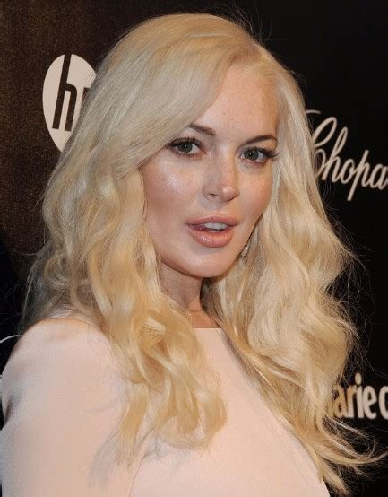 lindsay lohan with medium ash blonde hair very long and curly source hairstyles7 net lindsay lohan hairstyles blonde long curly hair styles