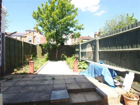 rent 5 bedroom house london 5 bedroom house to rent in seven sisters london n15