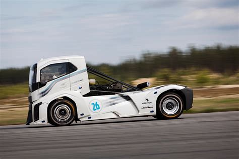 volvo truck auto volvo sets world speed record with quot iron knight quot truck it