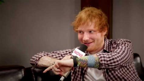 ed sheeran biography youtube ed sheeran tells smallzy why he likes to be the big spoon