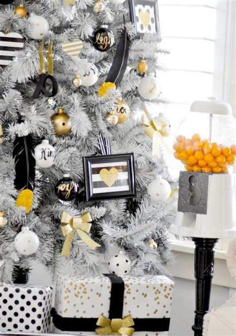black and white christmas table decorations 36 black and gold d 233 cor ideas digsdigs
