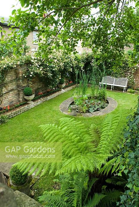 Gap Gardens Small Walled Urban Garden With An Oval Pond Small Walled Gardens