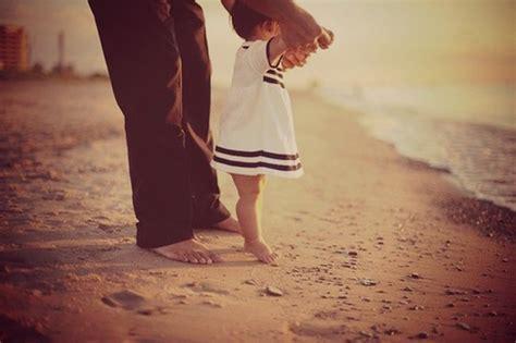 la hija despierta al papa para cojer 20 emotivas cosas que todo pap 225 debe hacer con sus hijas