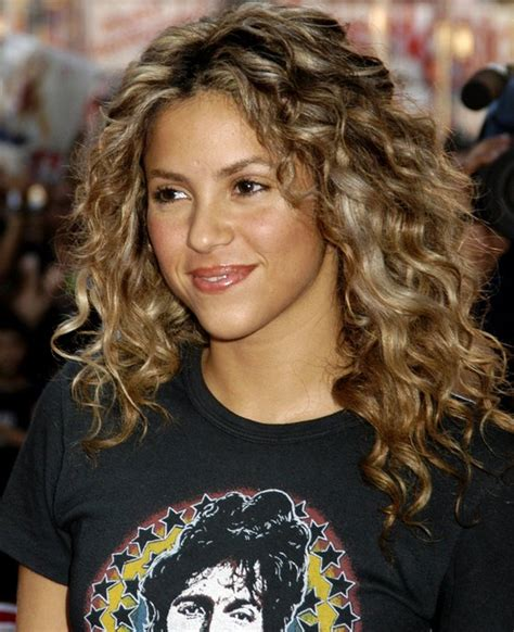 shakira s hair is amazing hair pinterest shakira natural curly hairstyle au naturale pinterest
