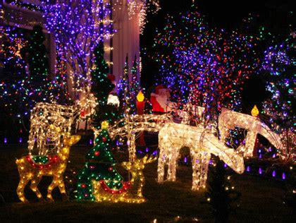 neighborhoods with the top holiday lights in connecticut
