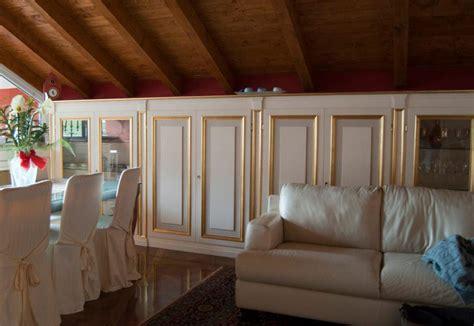 arredamento ingresso classico boiserie su misura artigianali boiserie in legno legnoeoltre