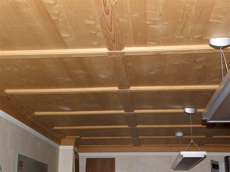 rivestimenti per soffitti rivestimento soffitto finto legno idee di design nella
