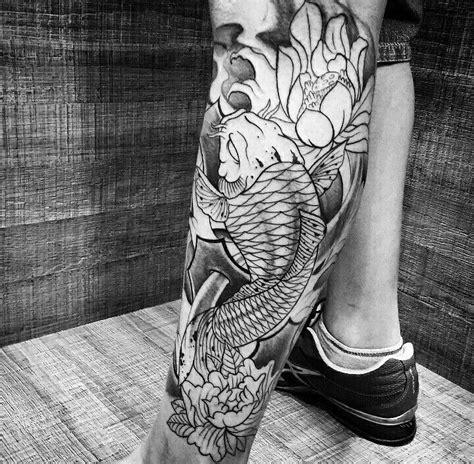 tattoo black and grey oriental 25 melhores ideias sobre tatuagem carpa na perna no
