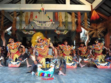 Cermin Tari quot jejak sang dewi quot cermin perjalanan seorang seniman indonesiakaya eksplorasi budaya