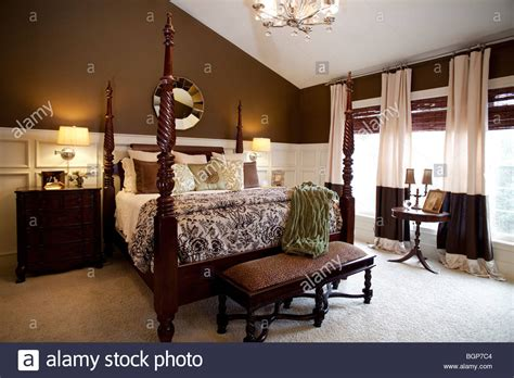 cartago brown four poster bedroom set king size bed mirror master bedroom with king size four poster bed covered with