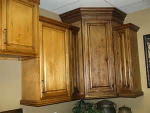 Can I Change My Kitchen Cabinet Doors Only Using Antiquing Glaze To Change Cabinet Color Kitchens Oak Cabinets Masters