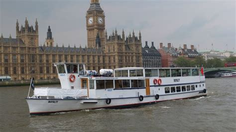 thames river cruise chagne and canapes private boat hire on the river thames