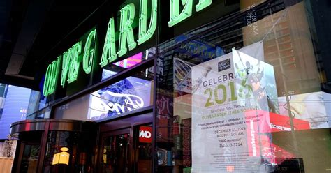 2 times square olive garden olive garden in times square is charging 400 a pop for new year s