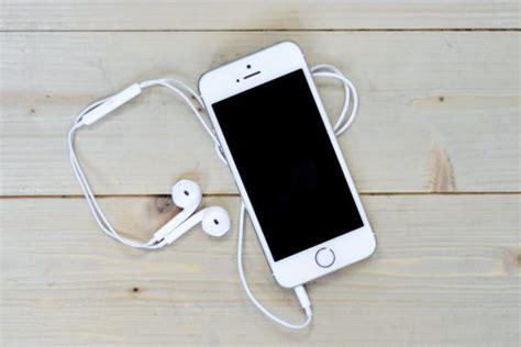 iphone stuck on headphones how to fix iphone stuck in the headphones mode technobezz
