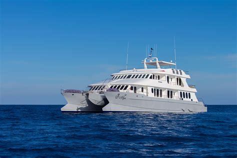 galapagos catamaran reviews galapagos catamaran cormorant luxury cruise