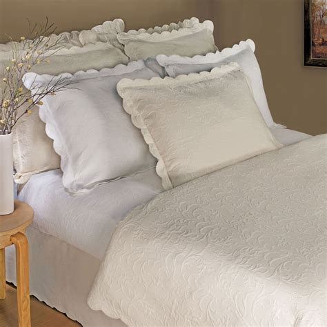 Scalloped Matelasse Coverlet majestic scalloped brocade matelasse coverlet bedding