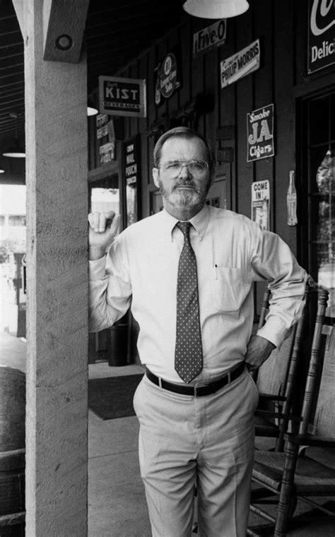Dan Evins, founder of Cracker Barrel highway empire, dies