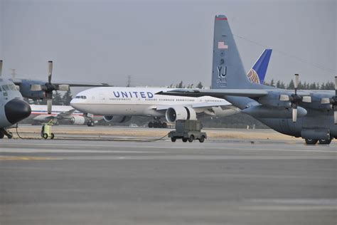 united airlines military com us military airline officials to discuss pilot shortage
