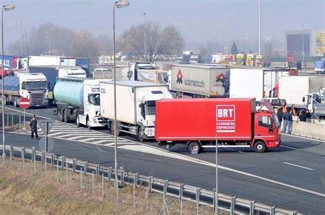 web autostrada a1 a1 incidente mortale a modena chiuso il tratto autostradale