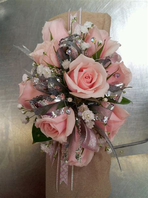 whats corsage style for 2015 10 pretty corsage ideas for prom glitterati style a