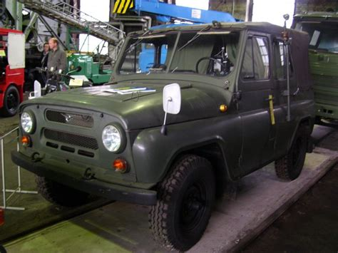 uaz jeep ein uaz jeep der nva am 03 10 98 im museums depot des vmd