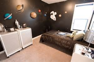 kids theme bedrooms decorating with a space theme