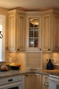 Kitchen Corner Cupboard Ideas by 25 Best Ideas About Corner Cabinet Kitchen On