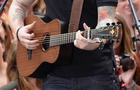 ed sheeran new guitar ed sheeran performs on today part 2 zimbio