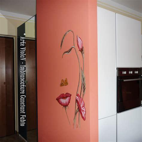 murales da interni colonne in gesso decorate con effetto finto marmo di