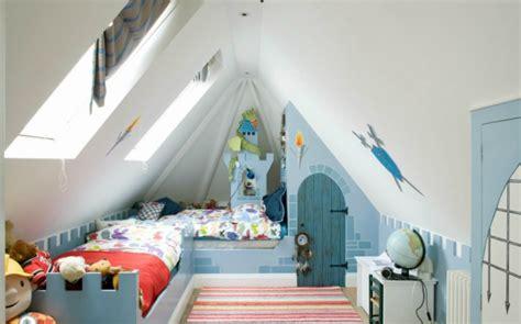 Dachboden Kinderzimmer Gestalten by 23 Einrichtungsideen F 252 R Kinderzimmer Mit Dachschr 228 Ge